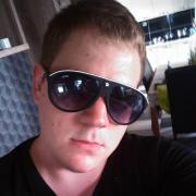 Alexneked, 25