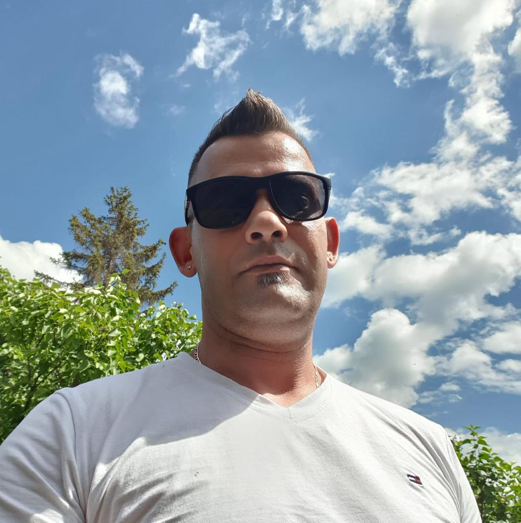 Kissógor, 32
