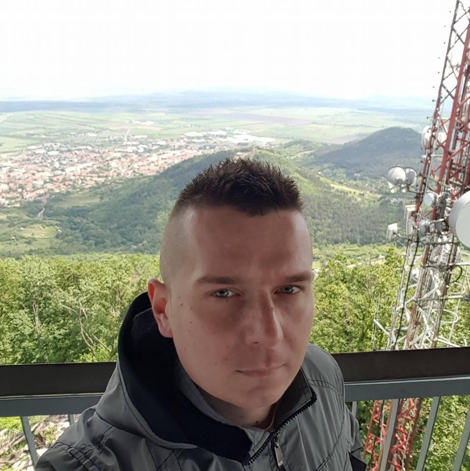 István000, 33