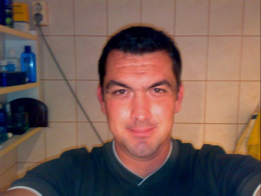 AndrewSz, 44