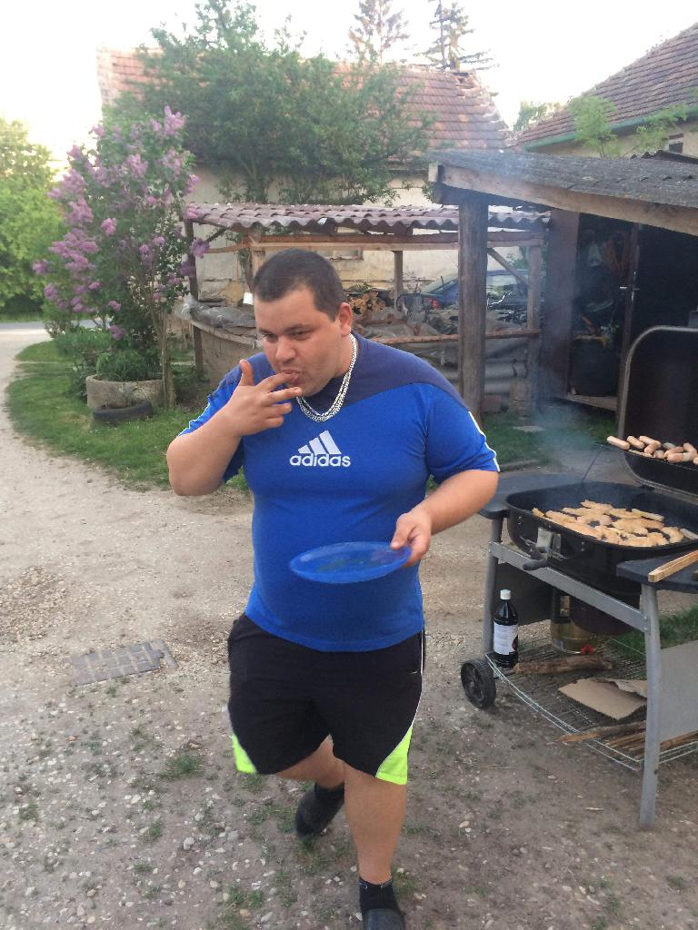 Szoti, 35